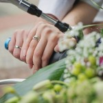 糸や紙で測るなんてもう古い!彼女の指輪のサイズをこっそり測る方法!