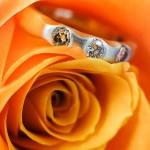 婚約指輪でも人気!3石のダイヤモンド『トリロジー』の意味とは?